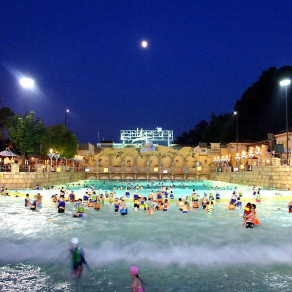 Caribbean-bay-night-wave-pool