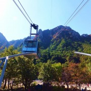 Seoraksan-fall-leaves-Mt-Seorak-Cable-car-going-up