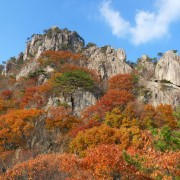 daesunsan-mountain-blue-sky-nice-day-fall-foliage