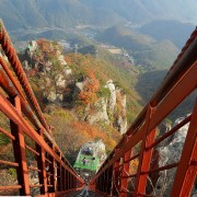 daesunsan-mountain-bridge-fall-foliage-autumn-look-down