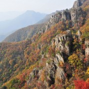 daesunsan-mountain-bridge-fall-foliage-coloured-mountain-trees