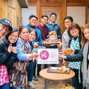 koreatraveleasy-with-customers