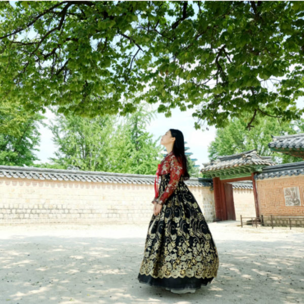 Hanbok-rental-insadong-Seoul-garden-theme-hanbok