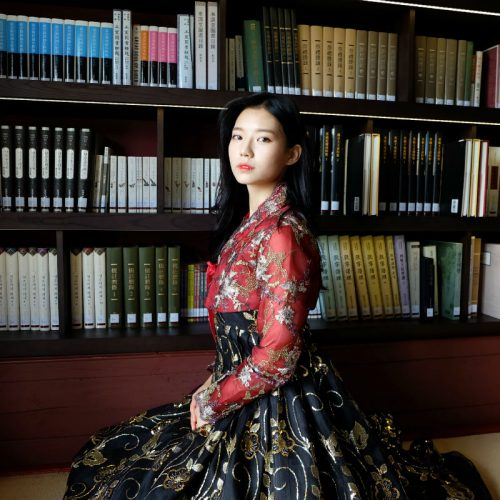 Hanbok-rental-insadong-Seoul-garden-theme-hanbok-indoor