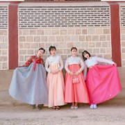 Hanbok-rental-insadong-Seoul-rental-hanbok-traditional-hanbok-with-friends