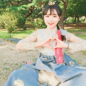 Hanbok-rental-insadong-Seoul-garden-theme-hanbok-outdoor-theme-hanbok-pretty
