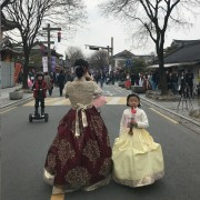 jeonju-hanok-village-hanbok-on-the-streets