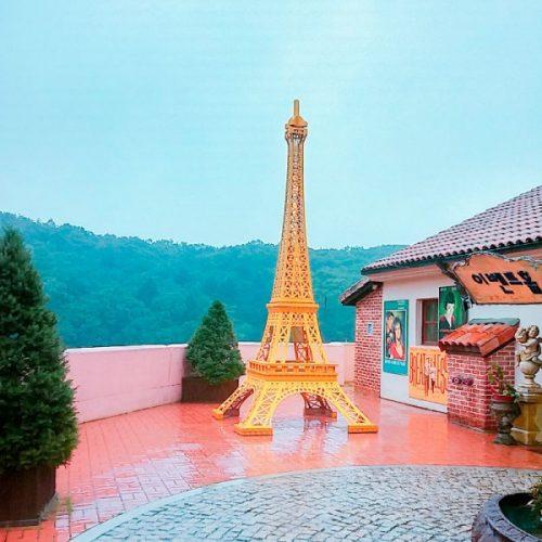 koreatraveleasy-Petite-France-Le-petite-prince-eiffel-tower-view-600x600