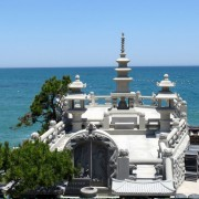Busan-haedongyonggungsa-temple-building-ocean-view