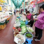 Gangneung-jungang-market-vegetables