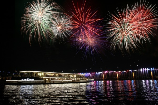 Hangang River Ferry Cruise Jazz and Fireworks