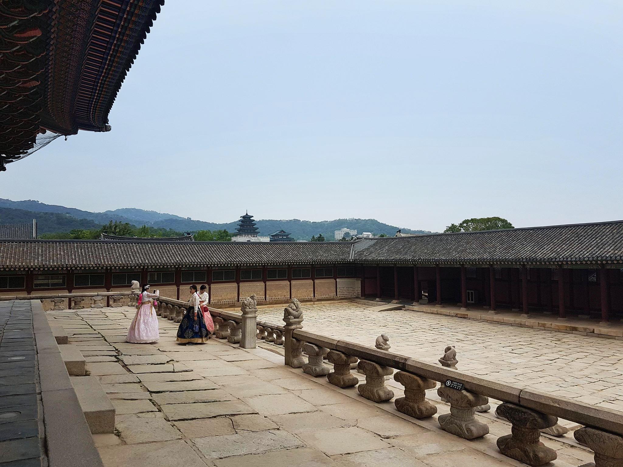 Gyeongbokgung courtyard