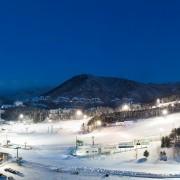 korea-ski-yongpyong-resort-night-ski-panorama-shot