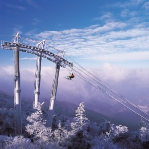 korea-ski-yongpyong-resort-ski-lift