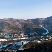korea-ski-yongpyong-resort-aerial-accommodation-slopes-facilities