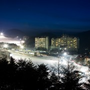 korea-ski-yongpyong-resort-night-ski-accomodation-slope