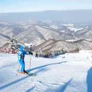 korea-ski-yongpyong-resort-winter-wonderland-mountain-view