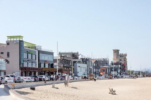 goblin-location-tour-gangneung-anmok-beach-coffee-street-cafe-view