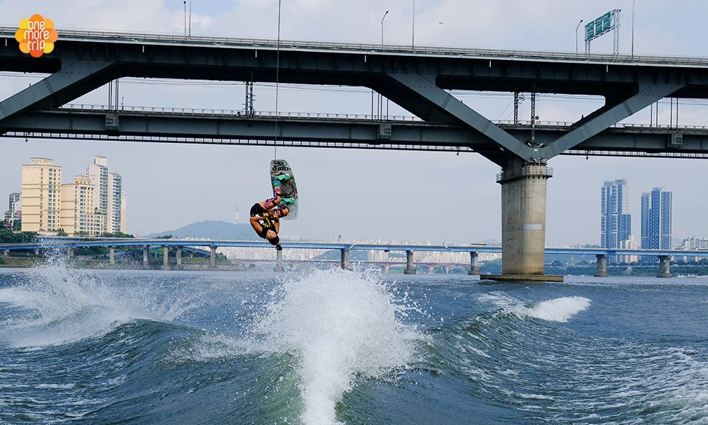 Han River water sports program Wake board mail phot