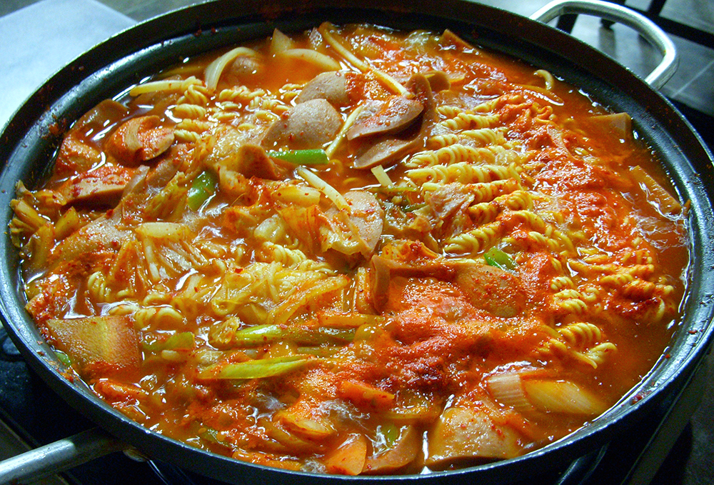 Budae-jjigae-korean-army-stew