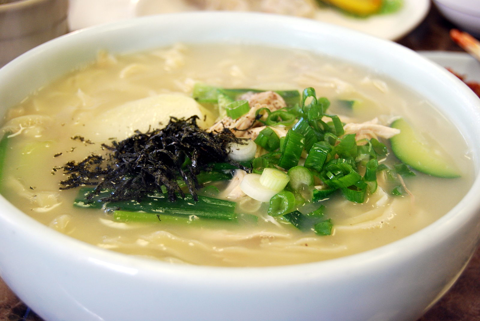 Korean-noodle-Kalguksu