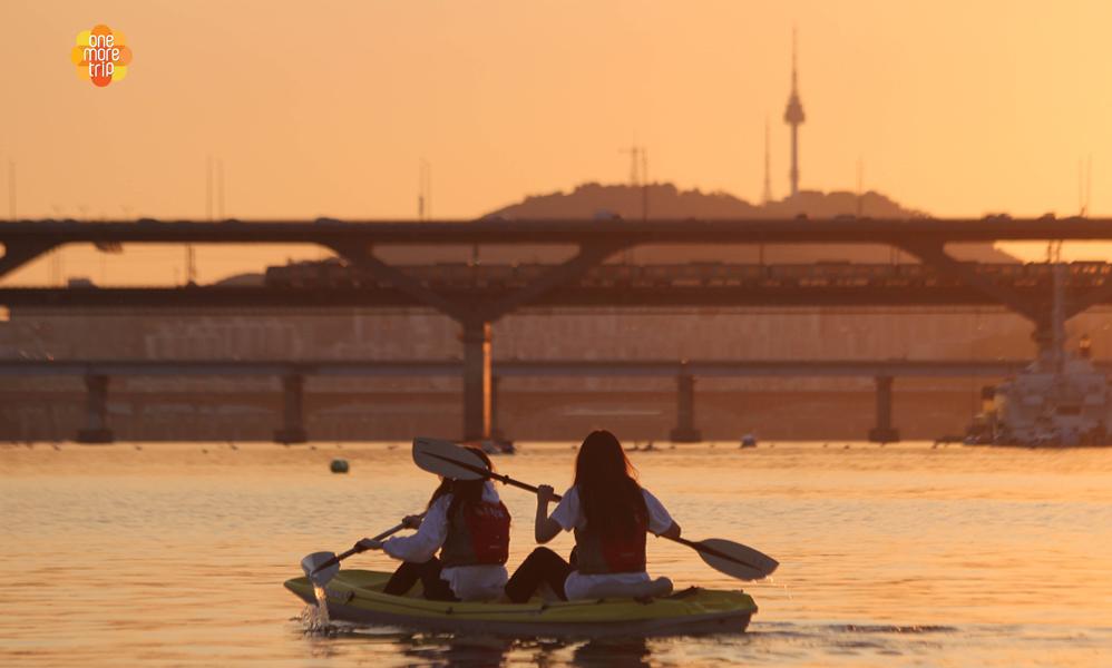 Kayak, Paddleboard, Windsurfing in Han River | KoreaTravelEasy