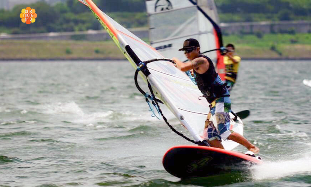 Windsurfing in Han river Seoul