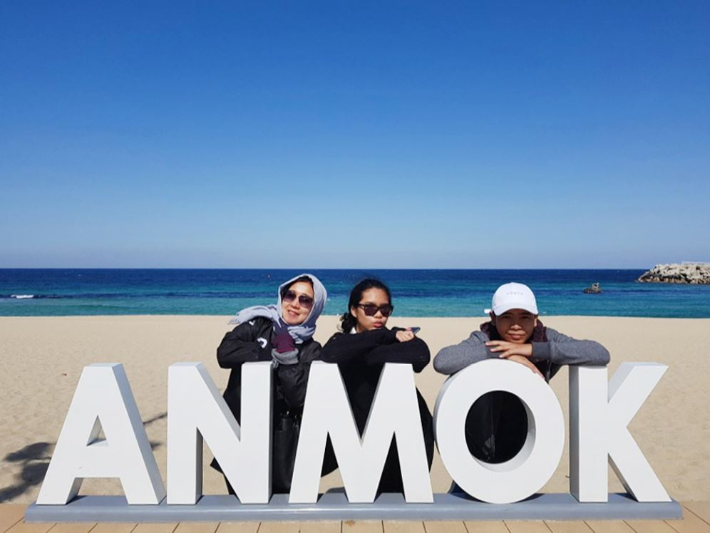 Anmok-beach-instagram-shot-with-freinds