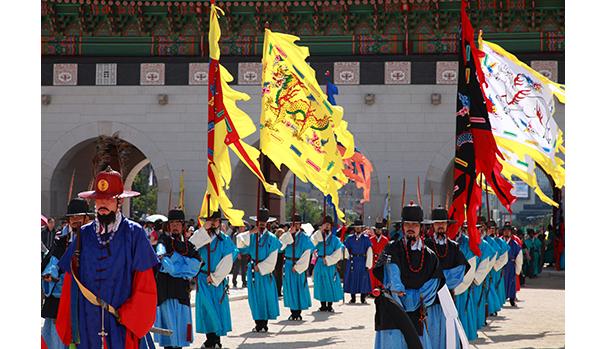 Royal Guard change at gyeongbokgung  palace