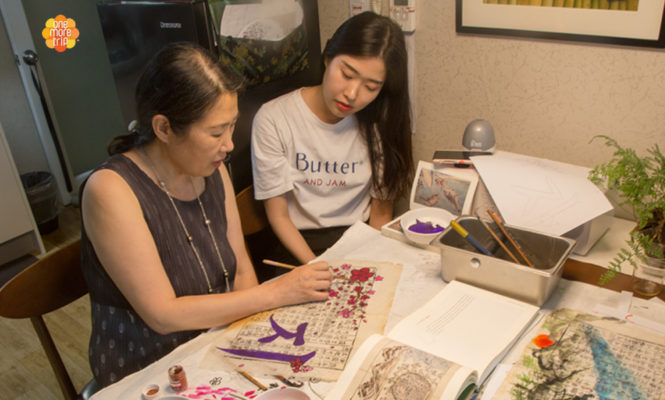 Teaching-calligraphy-class