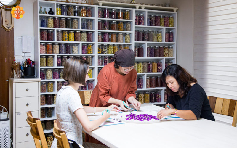 Flower tea experience teacher instruction