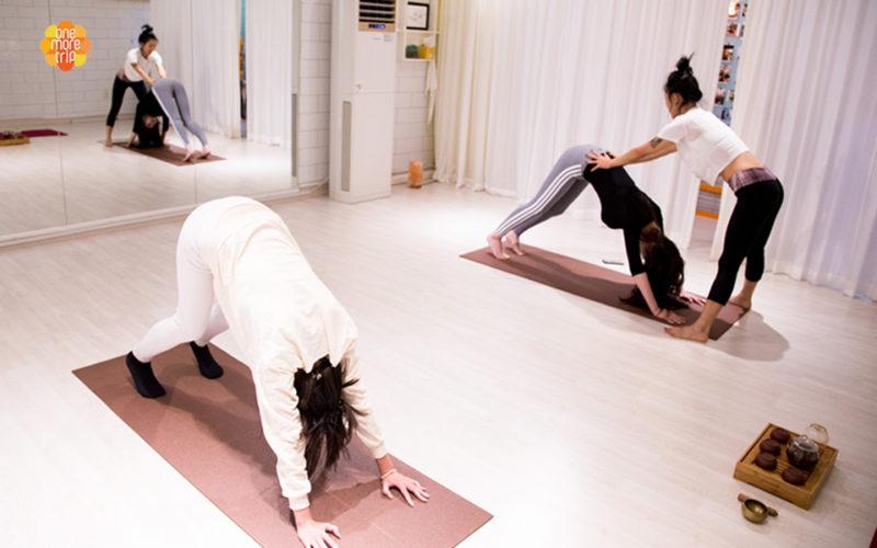 one day yoga tea tox program posture correcting