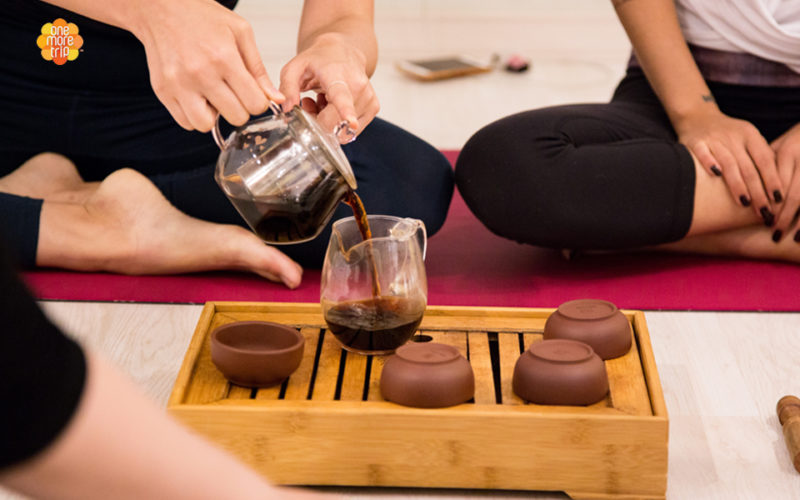 one day yoga tea tox program tea drinking