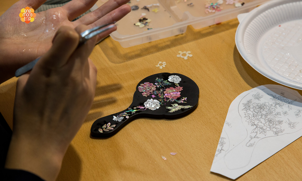 Mother-of-Pearl Craft Making Class in Seoul | KoreaTravelEasy