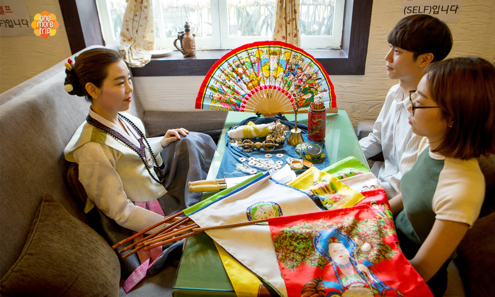 Korean traditional fortune telling in English | KoreaTravelEasy