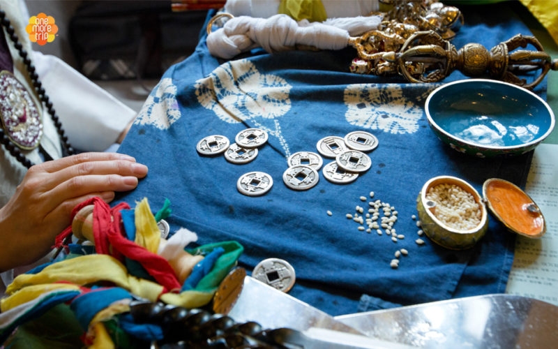 Korean fortune teller tools rice coins