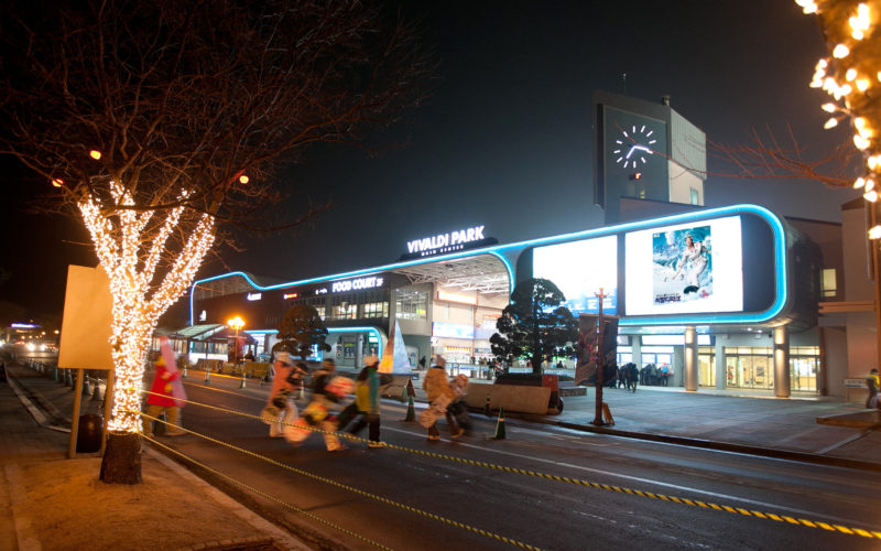 vivaldipark entrance night