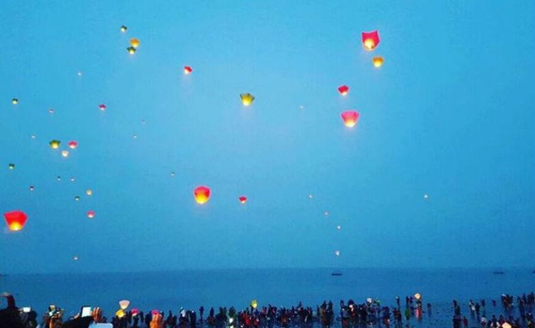 jindo sea road lanterns