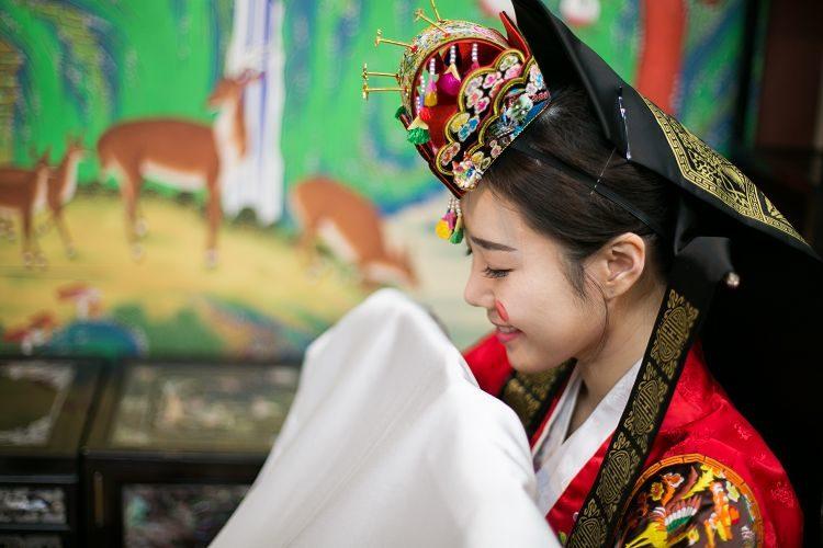 Korea Traditional Wedding Experience bride smiling