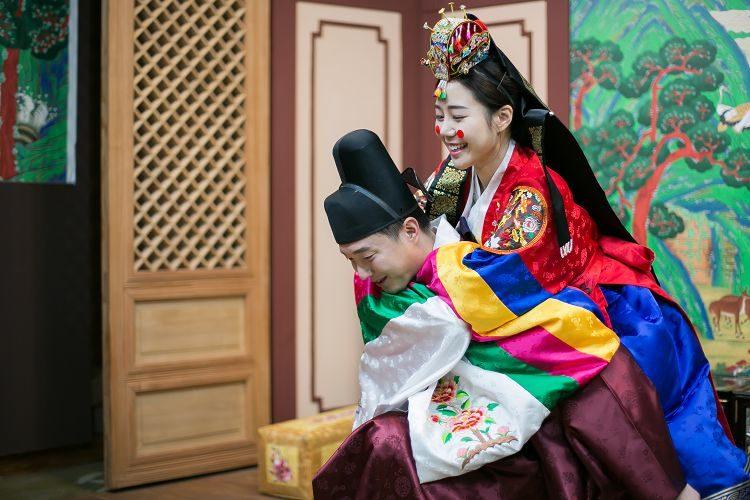 Korea Traditional Wedding Experience Groom Bride hugging
