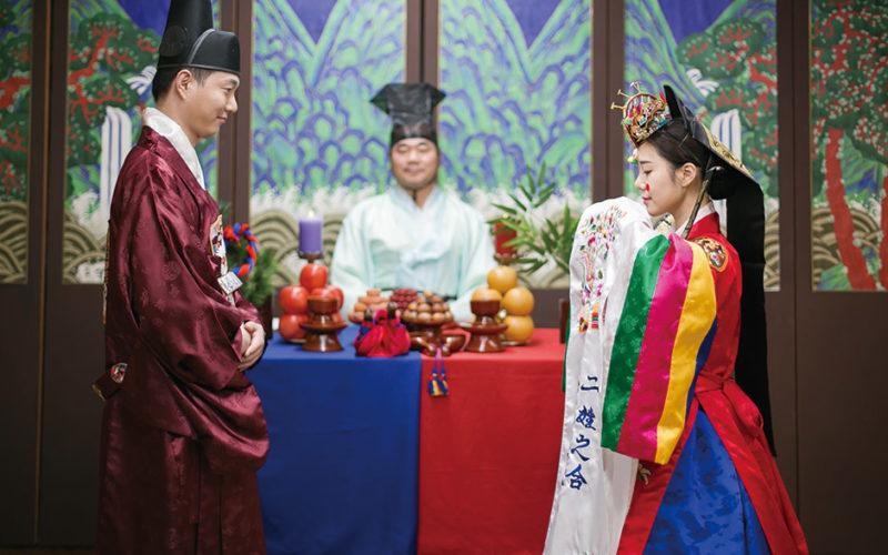 Korea Traditional Wedding Experience Groom Bride standing