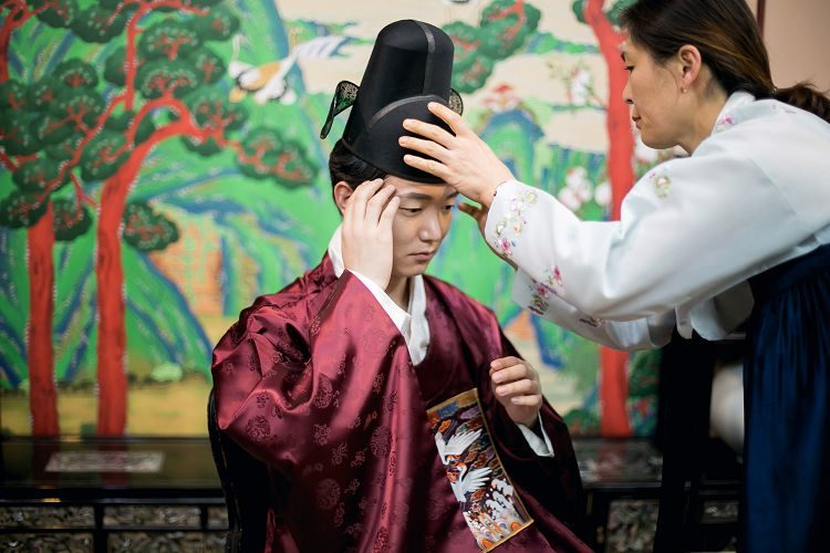 Korea Traditional Wedding Experience groom hat fixing