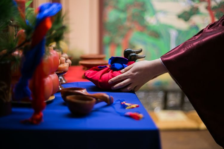 Korea Traditional Wedding Experience hand