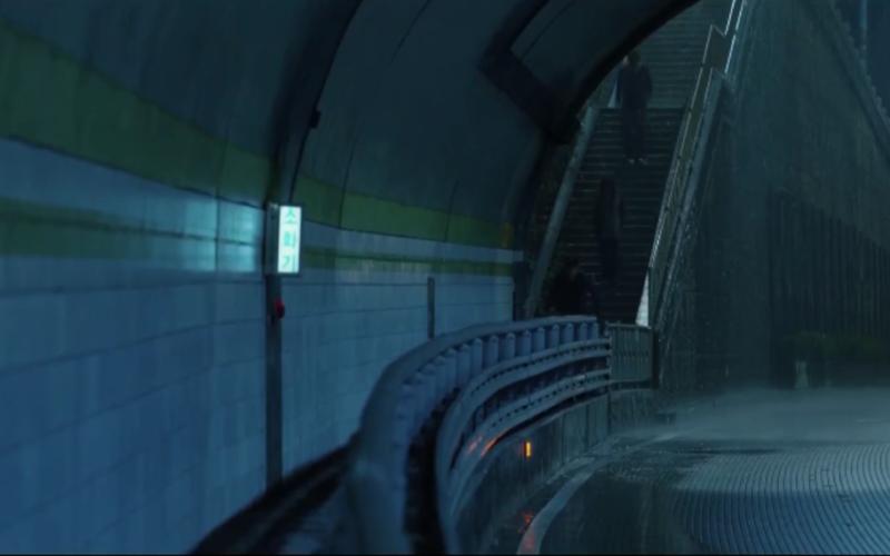 parasite tunnel scene