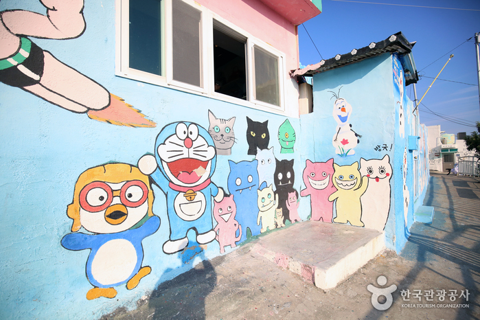 dongpirang village mural cats