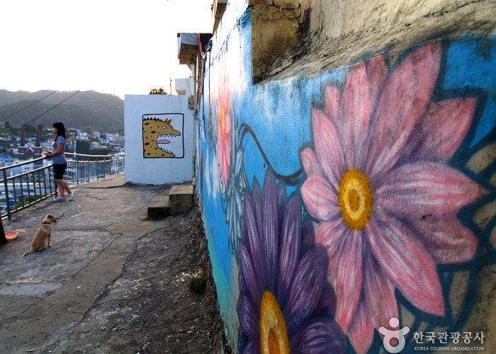 dongpirang village mural flower