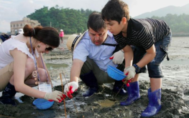 mud flat family fishing