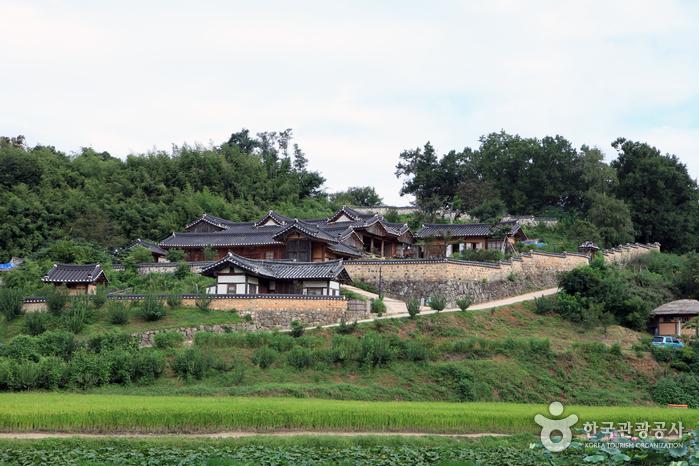 yangdong village view outside