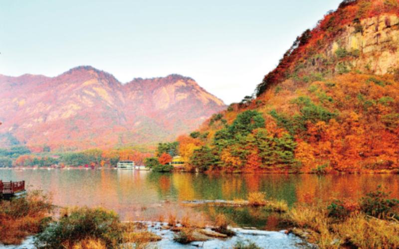 sanjeong lake autumn