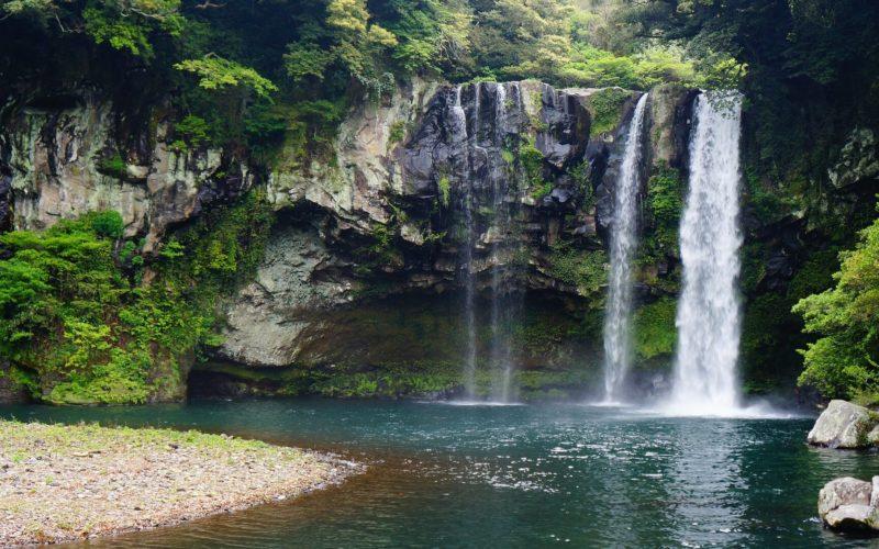 jeju-island-cheonjiyeon-waterfall